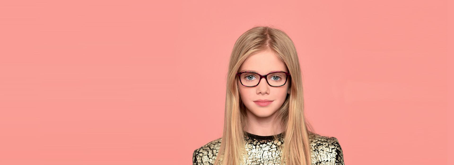 lunettes noire jeune fille